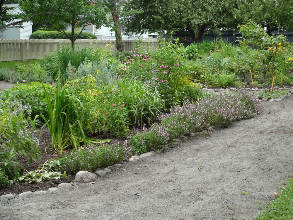 Strolling in Salem Gardens, A Garden Tour! (3/6)