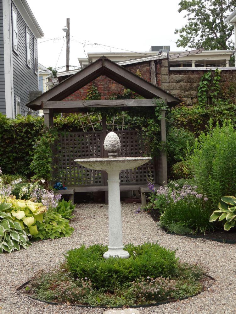 Strolling in Salem Gardens, A Garden Tour! (6/6)